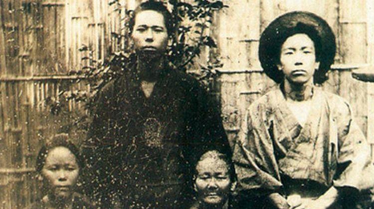Gonshiro Ohde alapító a családjával