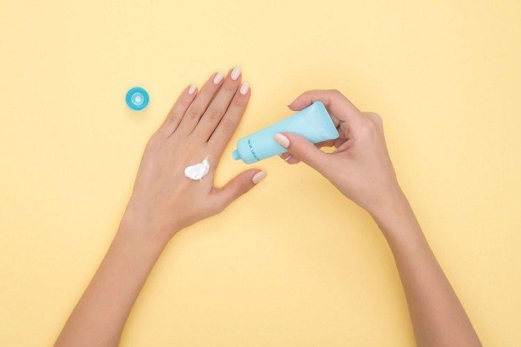 hands-sunscreen