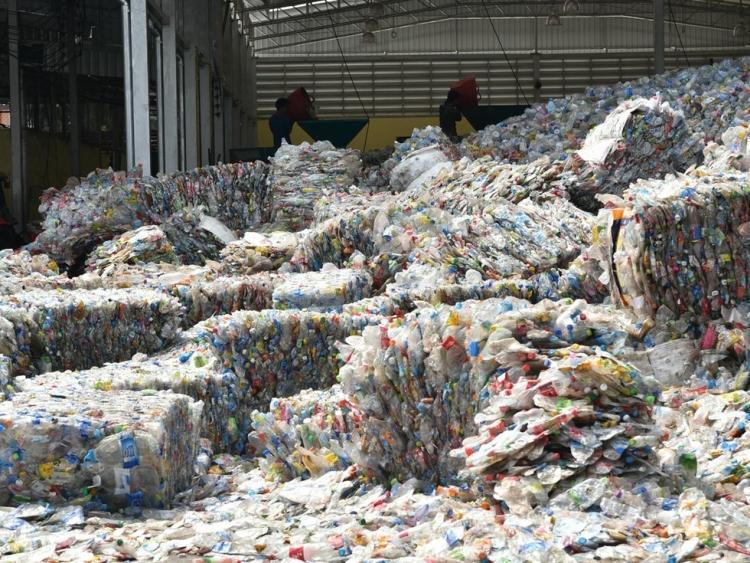 csomagolástervezés szűz műanyag környezetvédelem