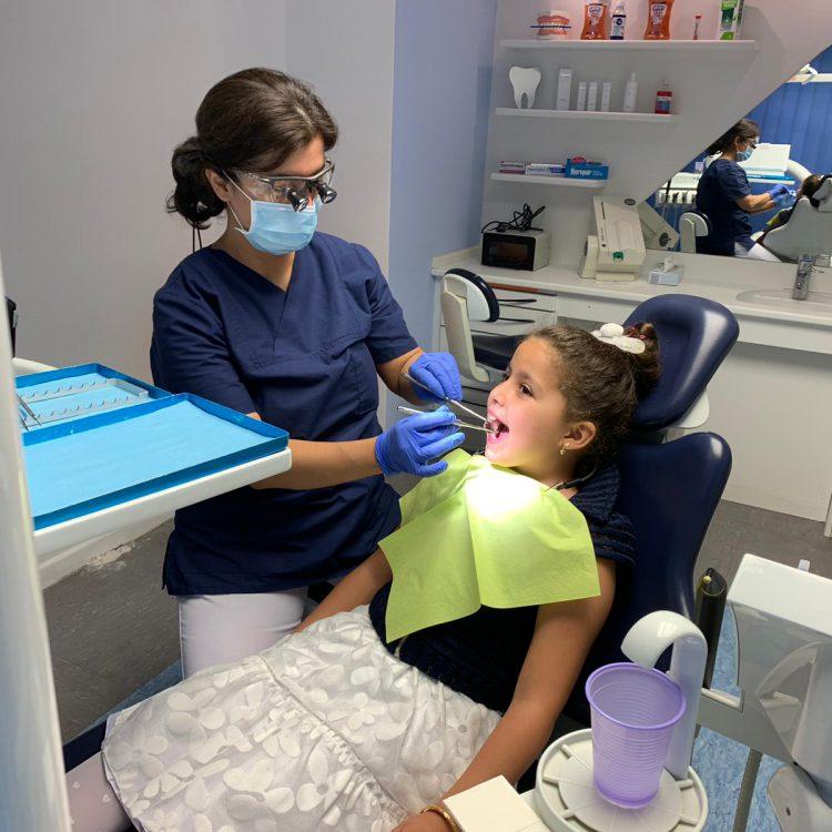 Kinderbehandlung Zahnarztpraxis Hakemi Barabadi