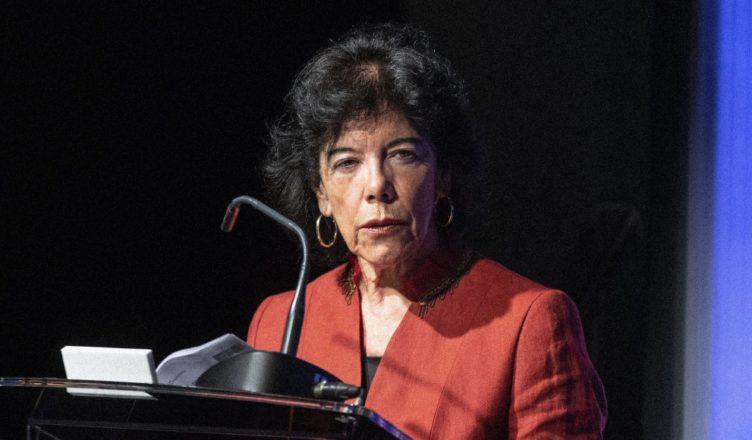 Isabel Celaa