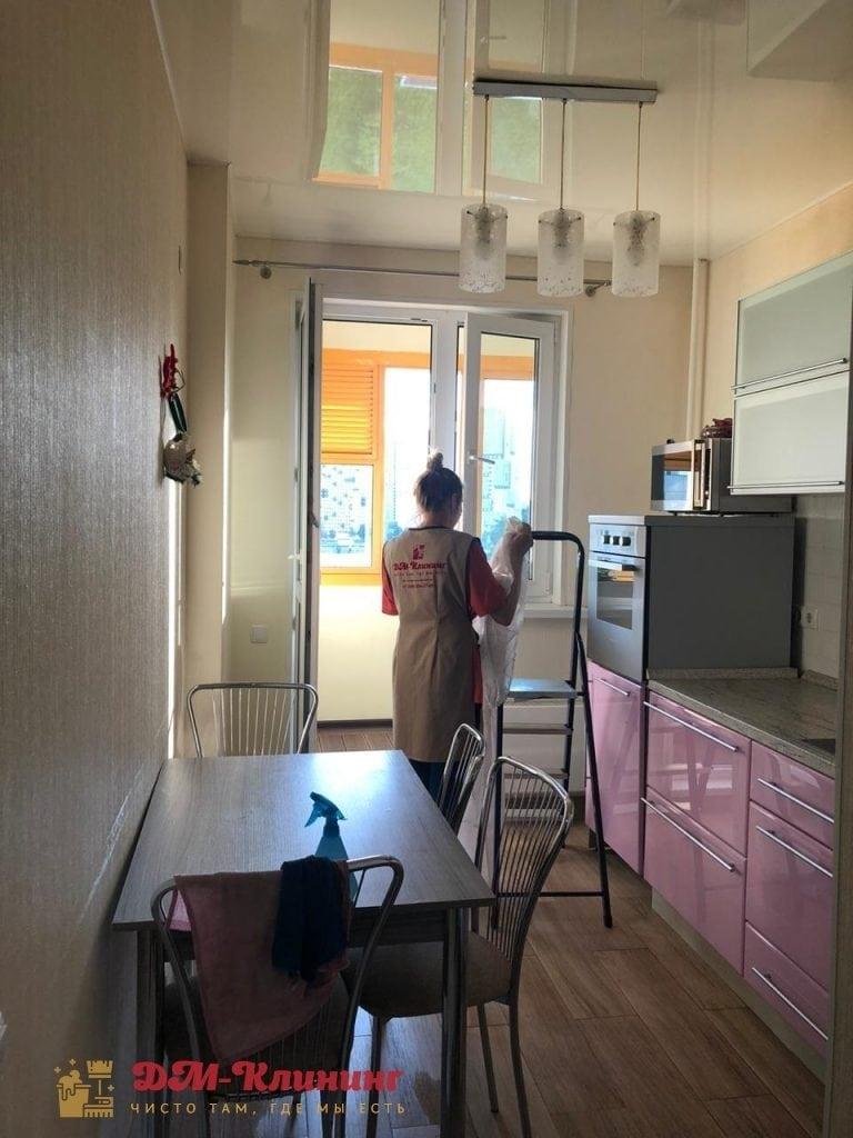 Кухня после генеральной уборки. Вешаем шторы