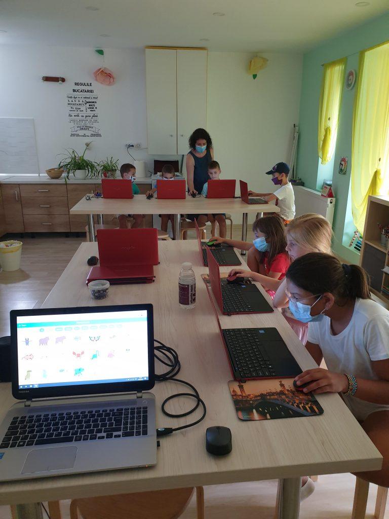 Curs de programare cu Iotesa Kids la Das Kindernest Afterschool Giroc - animația cu dialog1