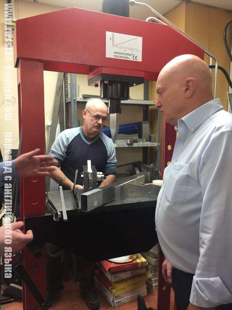 Посещение фабрики по производству точных приборов в Великобритании.