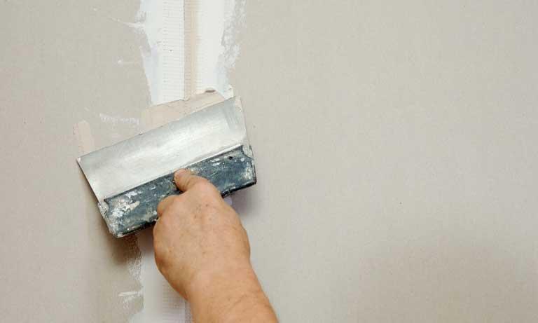 Заделка трещин в стене из гипсокартона