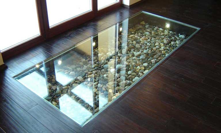 Встроенные стеклянные полы в квартире