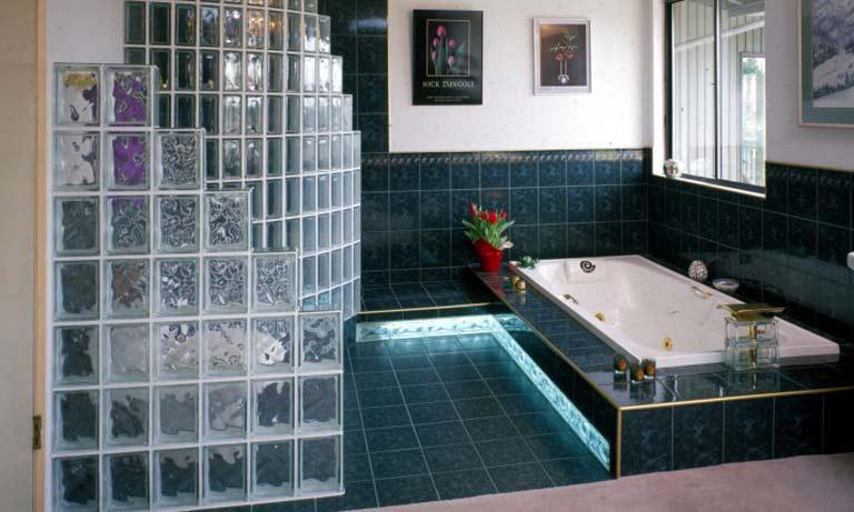 Применение стеклоблока в ванной комнате