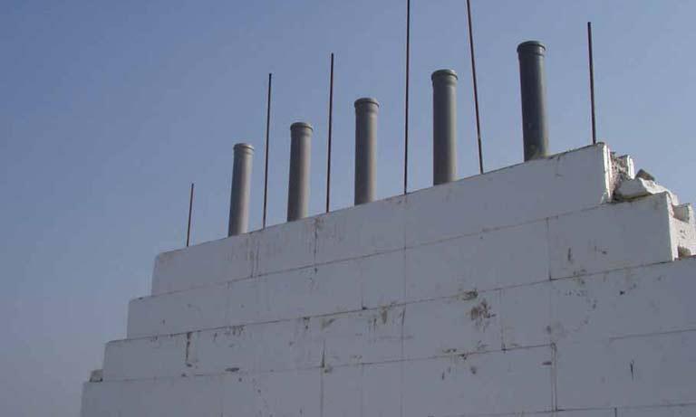 При строительстве термодома закладывать вентиляцию можно прямо в стены