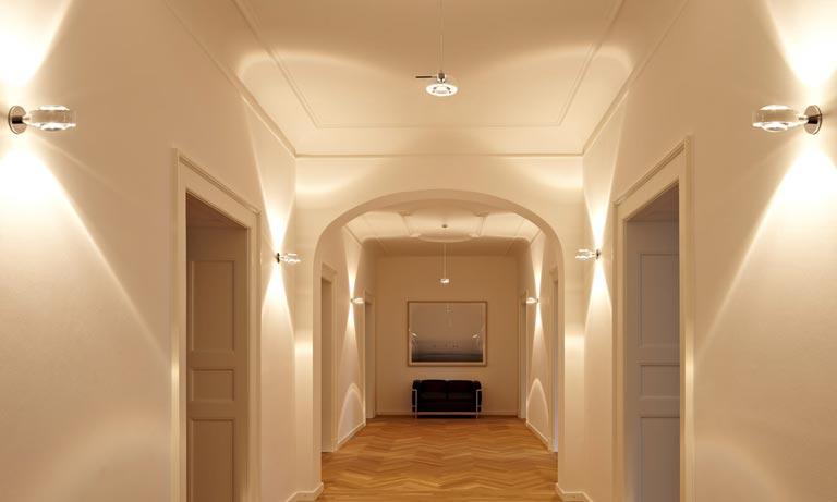 Равномерное освещение коридора в квартире