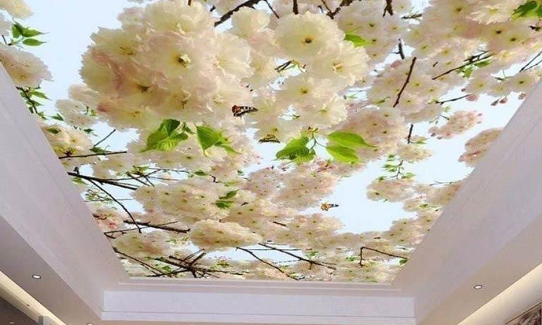 Популярный вид отделки потолка: натяжной