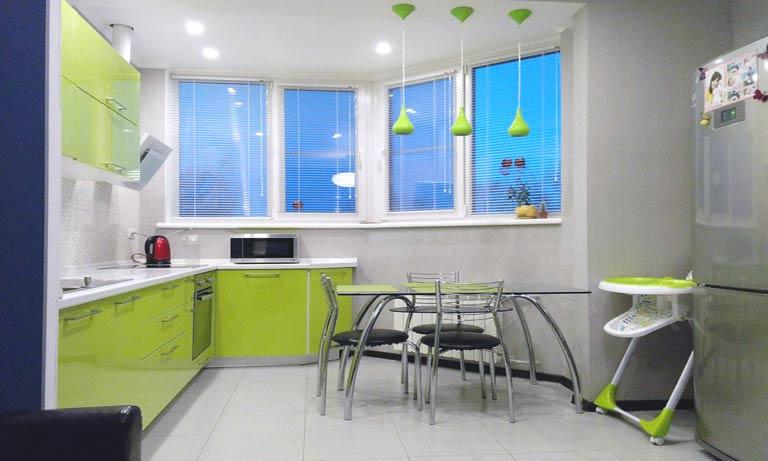 Готовый пример соединения кухни и лоджии