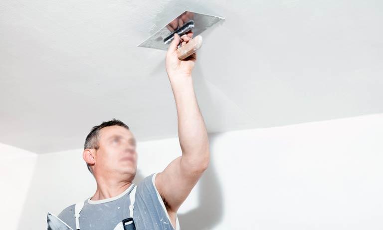 Первый этап в ремонте квартир это потолок
