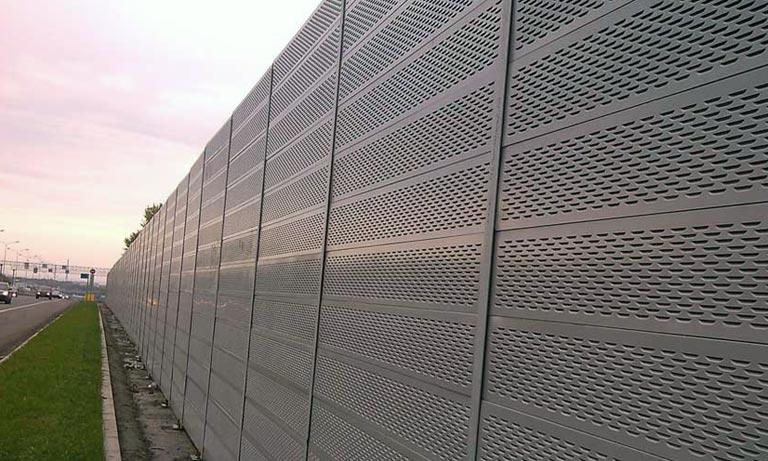 Вариант шумозащитного забор вокруг домов