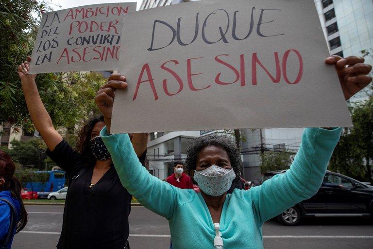 Colombianos protestan