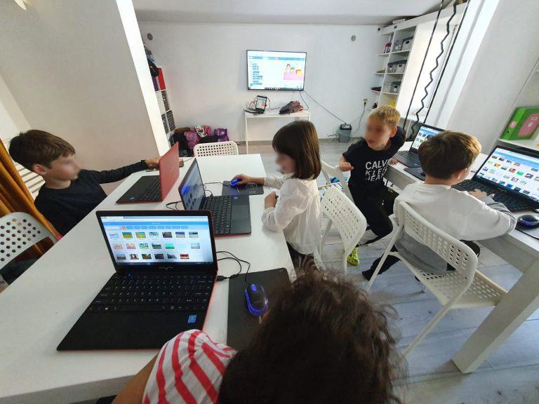 curs-programare-copii-cu-iotesa-kids-la-exploratorii-cunoaterii-timisoara-pregatiri-pentru-petrecere-virtuala2