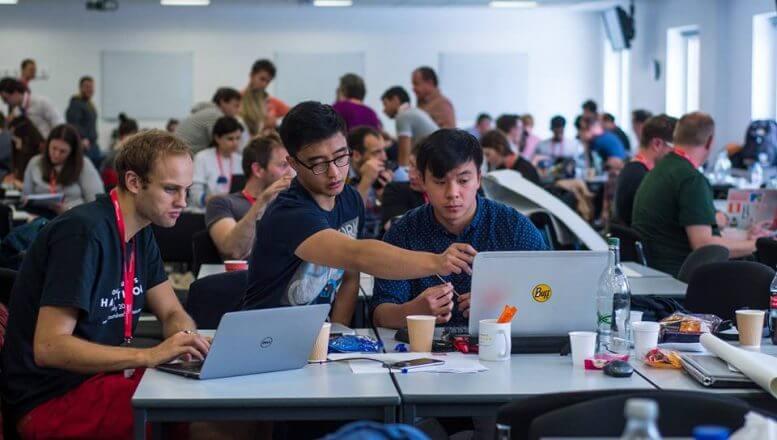 hackaton de desarrollo app, web o software