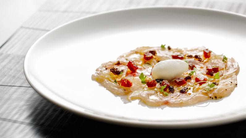 carpaccio di pescato del giorno con maionese alle ostriche