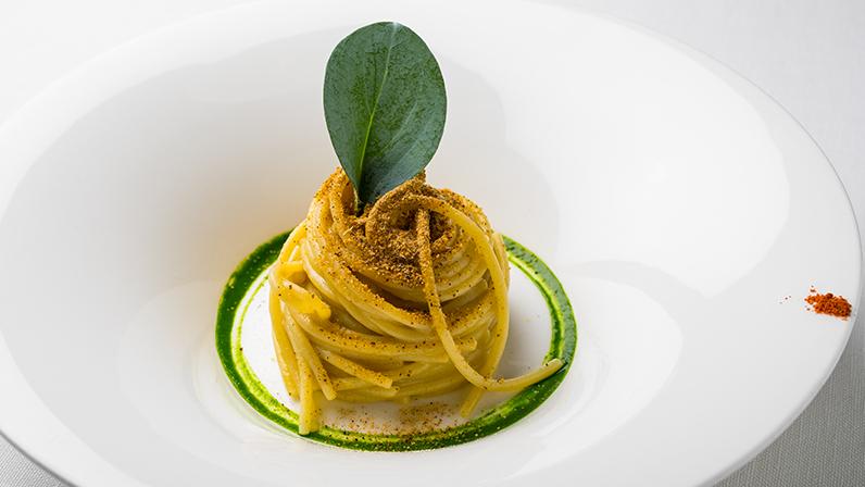 Spaghetti, polvere di Cozze Nieddittas e profumo di mare