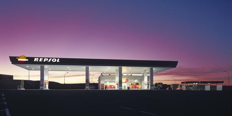 Repsol Gasolinera by Jens G. R. Benthien