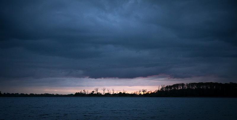 Den lyse nat er afløst af en tungere og mørkere udgave