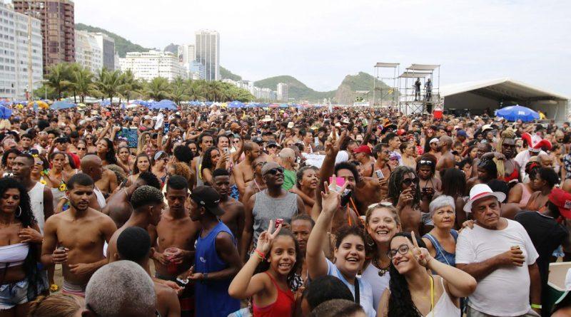 Cerca de 270 mil pessoas curtiram blocos carnavalescos no Rio, rtvcjs