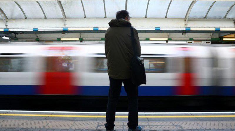 , Reino Unido entra em interdição, mas metrô de Londres fica cheio, rtvcjs, rtvcjs