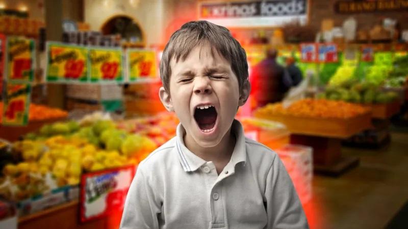 كيف تتعامل مع طفلك الذي يصرخ في الأماكن العامة