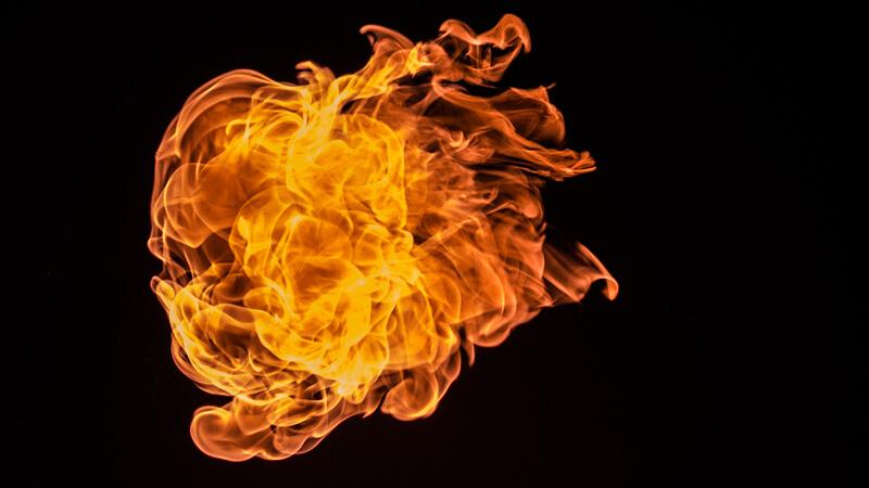 Flammen vor schwarzem Hintergrund - Explosionsschutz