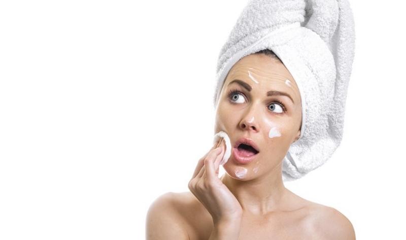 Как правильно наносить крем на лицо - секреты ухода за кожей