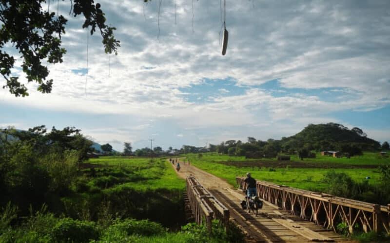 Im+fruchbaren+Hochland+von+Burundi+suchen+wir+einen+Ort+zum+Zelten