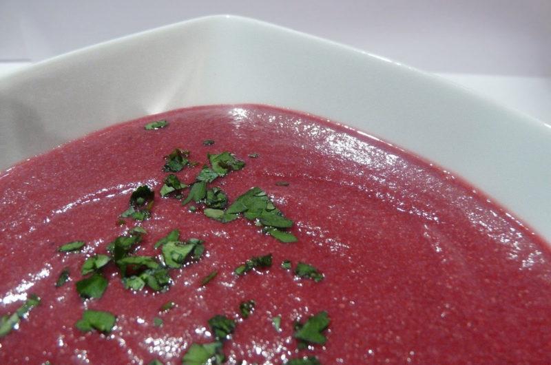 Zupa krem z buraków czerwonych i malin