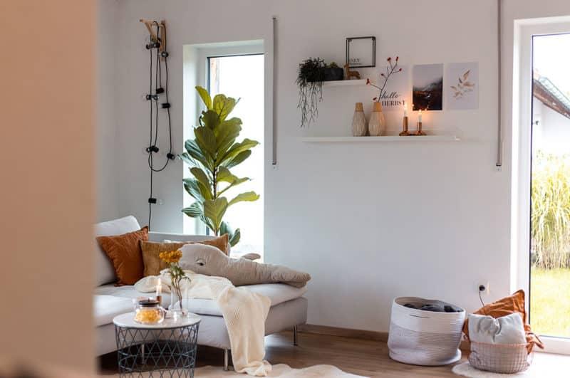 Herbstliche Dekoration im Wohnzimmer