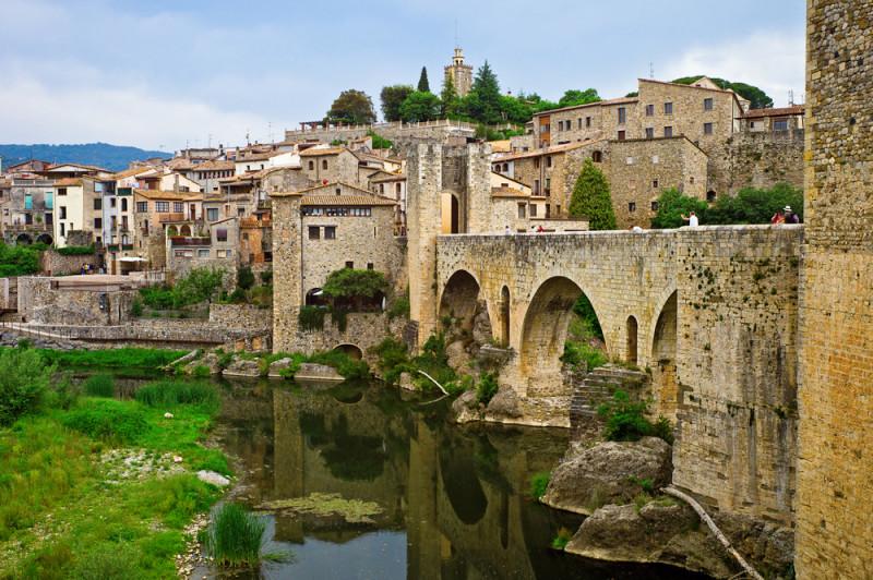 besalu-medieval-pueblo