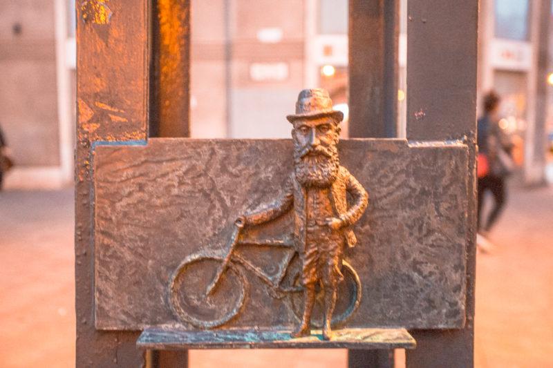 jewish guy Budapest statue small