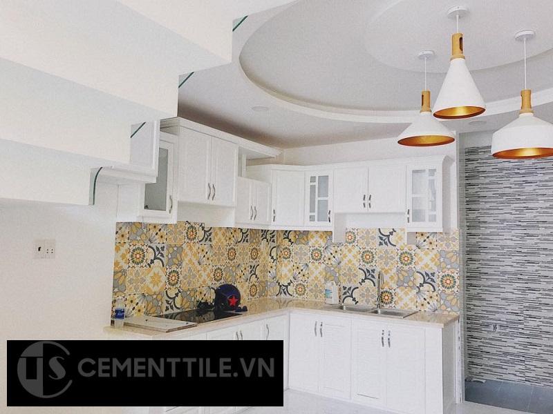 Gạch bông trang trí nhà bếp tông màu vàng