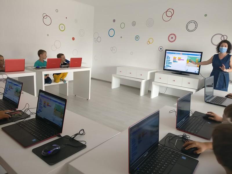 lectia-demonstrativa-de-programare-cu-iotesa-kids-la-aa-attitude-mosnita-noua1
