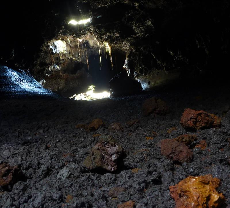 Dans le tunnel de lave à Sainte Rose, Réunion.