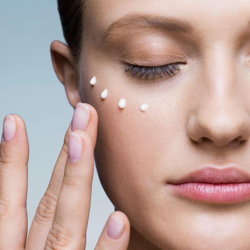 Как наносить крем на лицо - правила и схемы с фото