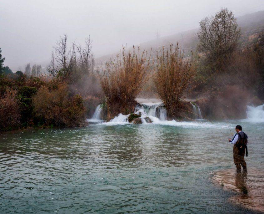 Pescador en el río Júcar