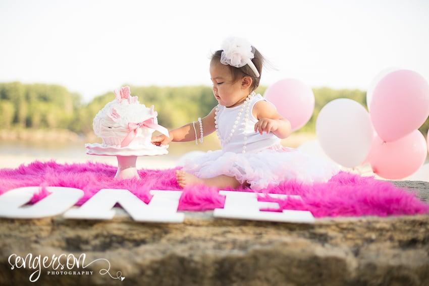Cake Smash // Riverfront Park - Kansas City Photographer - Sengerson Photography