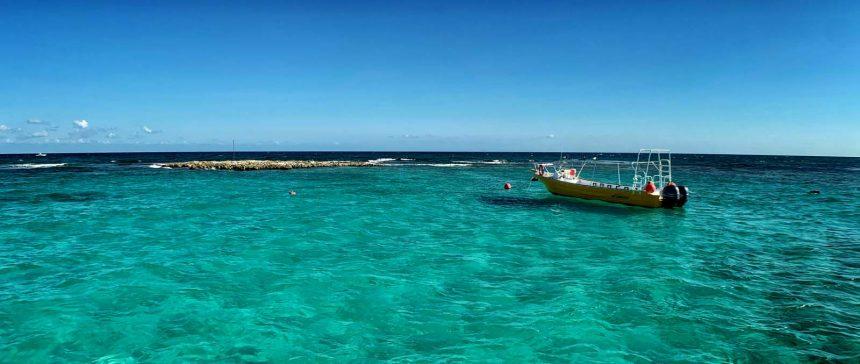 Aguas cristalinas en las playas de Playa del Carmen, México