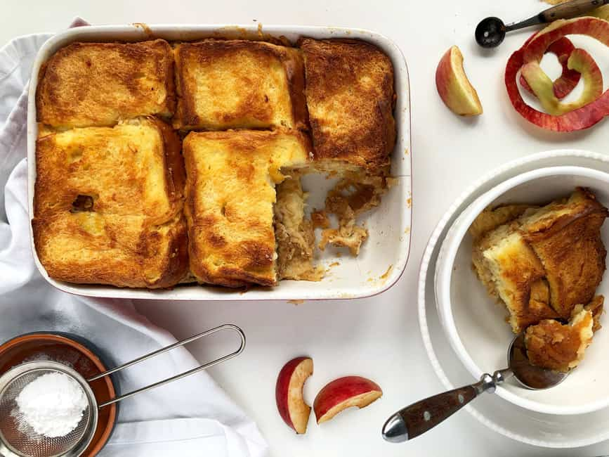Layered bread pudding with apples and cinnamon