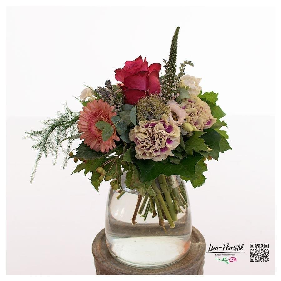 Blumenstrauss mit roten Rosen, Gerbera, Veronika und Nelken