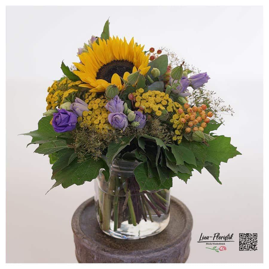 Blumenstrauß mit Sonnenblume, Lisianthus und Rheinfarn