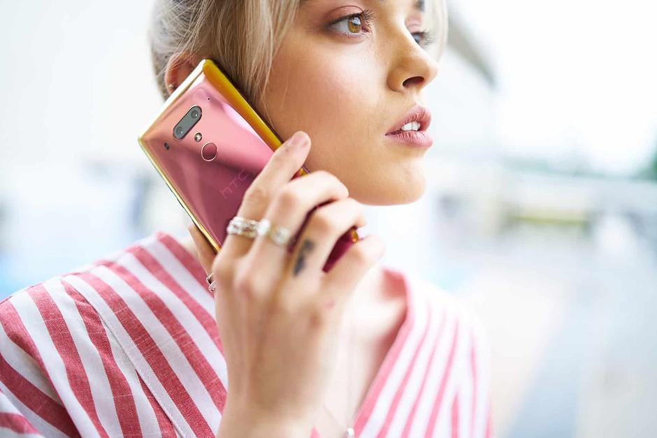 HTC dnes spustilo předobjednávky HTC U12+ v barvě Flame Red