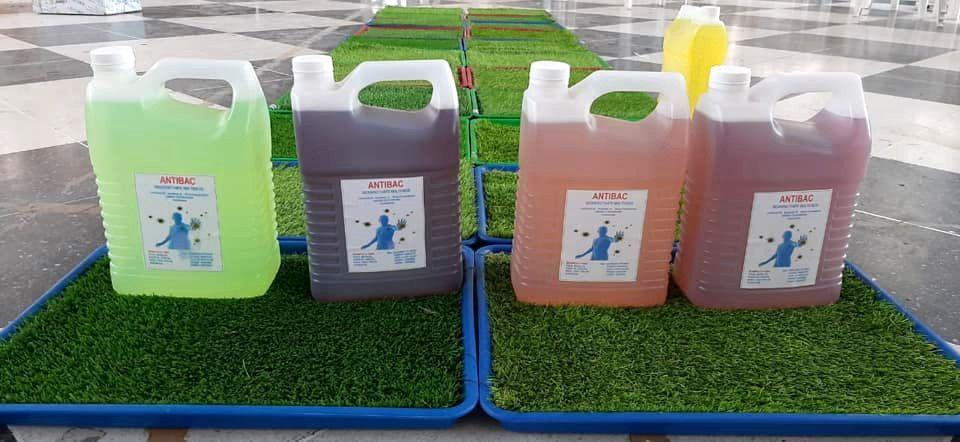 Alfombra y producto desinfectante (foto: Muni Guastatoya)