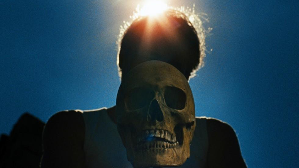 La femme cachée dans Laissez bronzer les cadavres de Hélène Cattet et Bruno Forzani