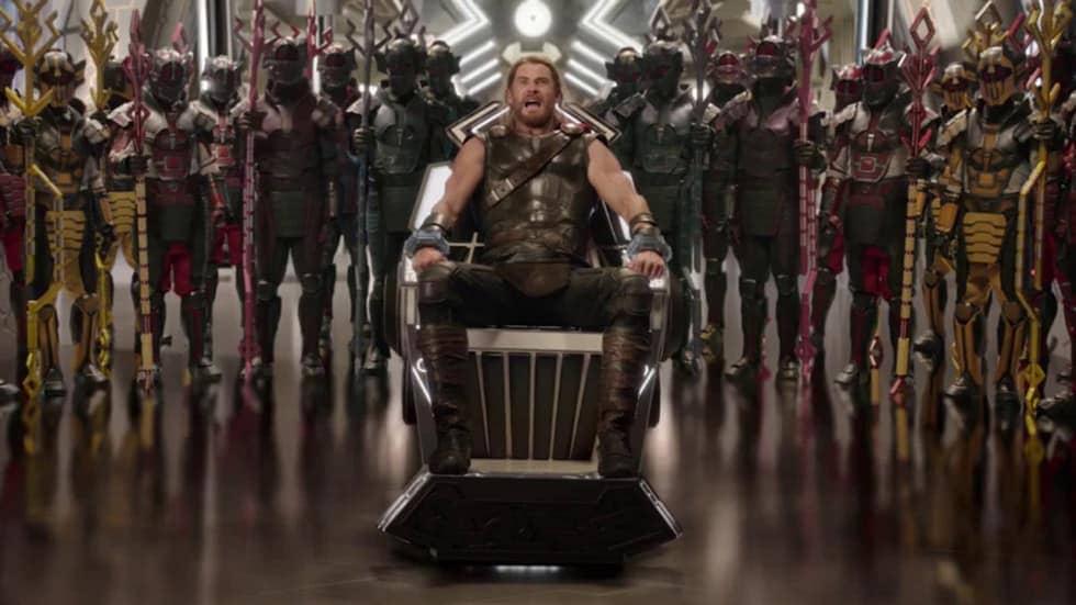 Thor sur son siège en plein trip dans Thor Ragnarok