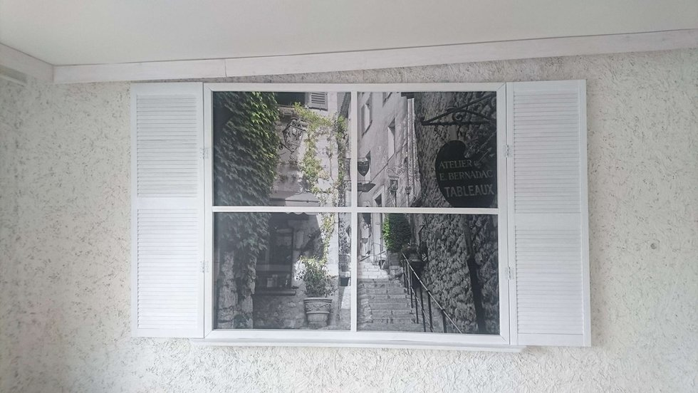 Okiennica po tapetowaniu fototapetą WallDecor Extreme