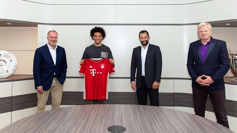 Leory Sané und FC Bayern Vorstand